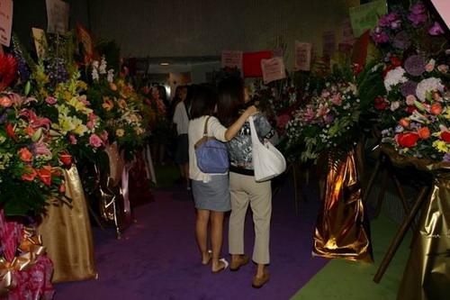资料图片:香港首演礼-首演剧院大厅的鲜花