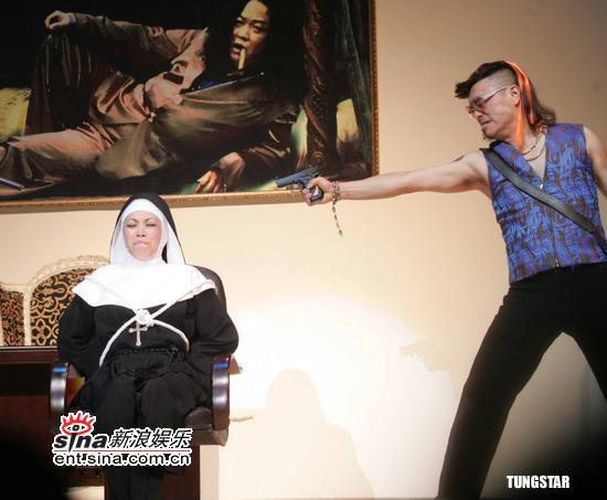 图文:蔡琴《跑路救天使》上海登台--遭绑票
