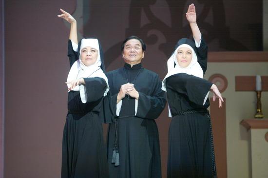 图文:《跑路救天使》工体上演修女与教父