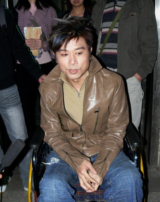 伍思凯坠台韧带断裂《北京女孩》演出取消