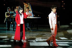 《北京女孩》演出生意外伍思凯坠台左腿受轻伤