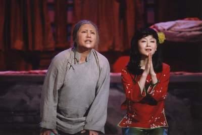 《月牙儿》京城首映斯琴高娃向人艺致敬(图)
