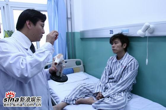 伍思凯安心养伤伤愈后将继演《北京女孩》(图)