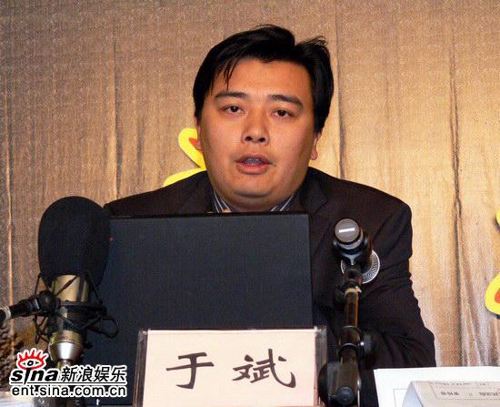 图文:汪洋律师在发布会现场接受访问