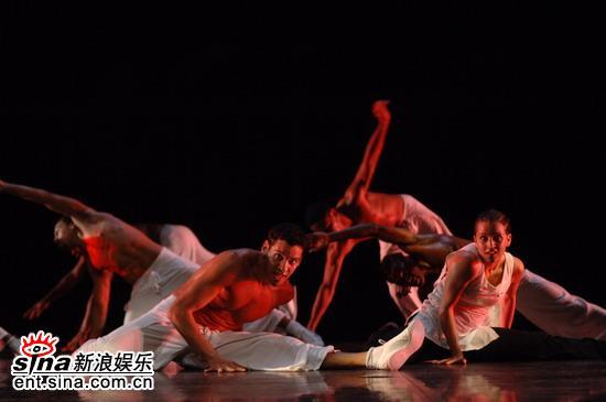 图文:法国HIP-HOP舞剧《巴别塔》--色彩炫丽