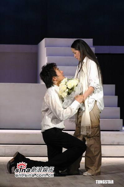 组图:苏有朋首次出演话剧林心如刘涛捧场观看