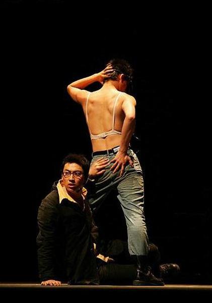 资料图片:张广天以往作品《左岸》-剧照(12)