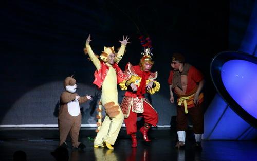 资料图片:《梦想乐园》六・一公演舞台剧照(28)