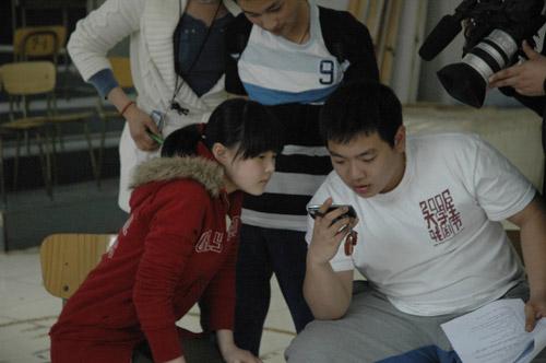 资料图片:话剧《美丽世界的孤儿》排练照(12)