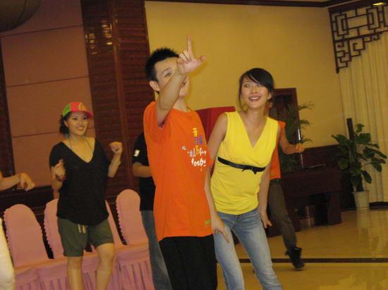 图文:西安音乐学院学员《爱我就给我跳支舞》