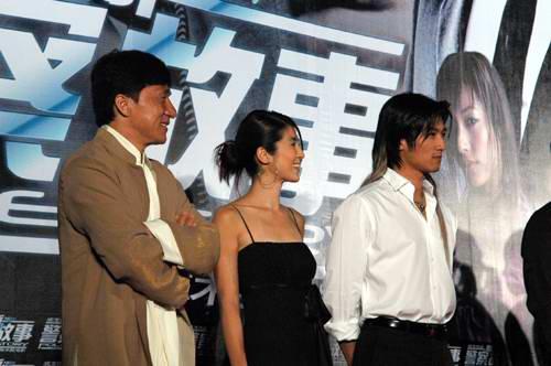 图文:《新警察故事》北京首映众星踏上红地毯(4)