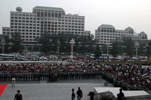 图文:《新警察故事》北京首映众星踏上红地毯(11)
