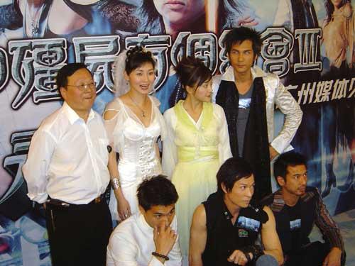 图文:万绮雯等广州宣传《我和僵尸有个约会3》(15)