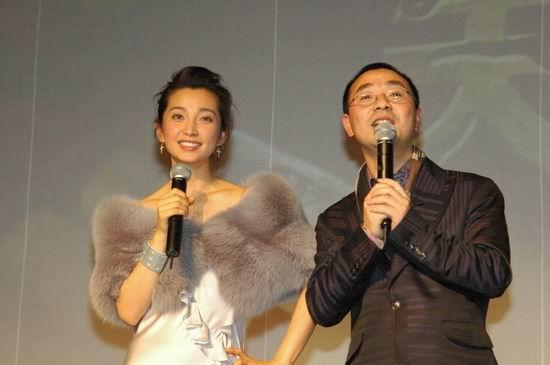 组图:《天下无贼》北京首映--李冰冰微露香肩