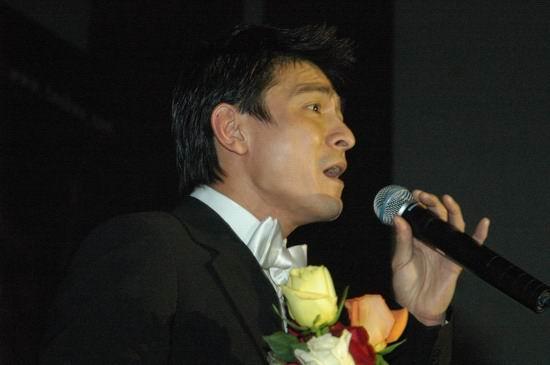组图:《天下无贼》北京慈善首映--刘德华演唱