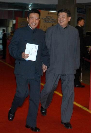 图文:李雪健傅彪到达中国导演协会颁奖典礼现场