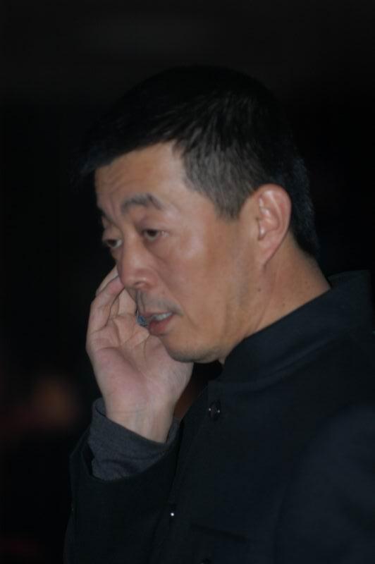 图文:导演顾长卫进入颁奖典礼现场并就坐