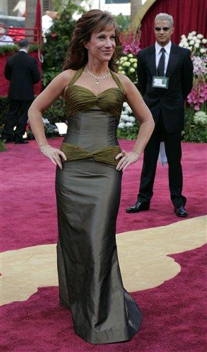 快讯:女星凯茜・格里芬性感亮相红地毯