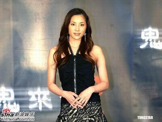 图文:濑户朝香与何润东抵台宣传《鬼来电2》(10)