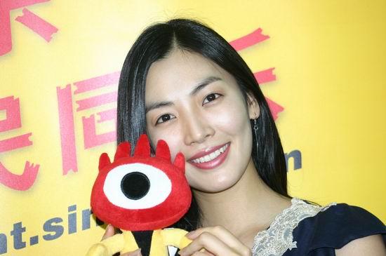 图文:韩国女星金素妍作客新浪聊电影《七剑》(2)