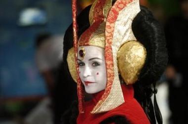 图文:旧金山《星战》迷化装成阿米达拉女王
