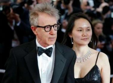 图文:《赛末点》戛纳首映-伍迪-艾伦和妻子宋奕
