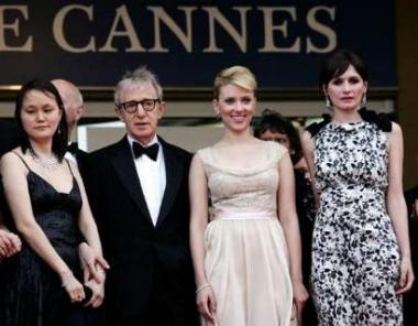 图文:《赛末点》戛纳首映伍迪-艾伦与妻子等