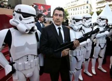 图文:《星战前传3》震撼首映-法国影星亚伦-夏巴