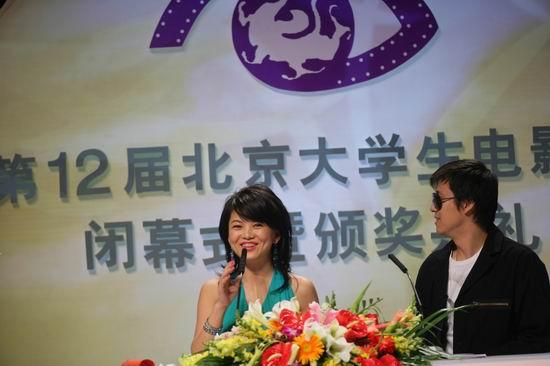 图文:12届大学生电影节闭幕式--李湘解小东