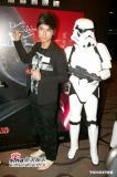 组图:《星战前传3》香港首映古巨基大舞光剑