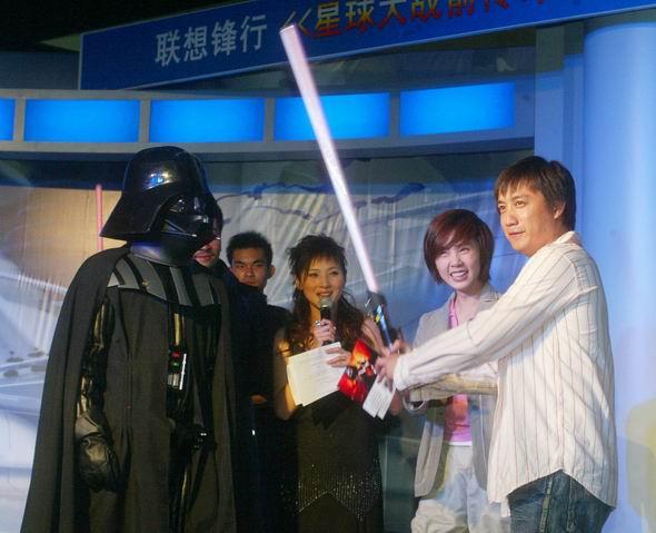 图文:《星战前传3》北京首映-黄磊夫妇亮相