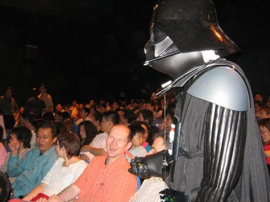 图文:《星战前传3》上海首映-黑武士娱乐观众