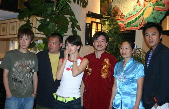 图文:王小帅戛纳庆祝生日--主创齐聚中国餐馆