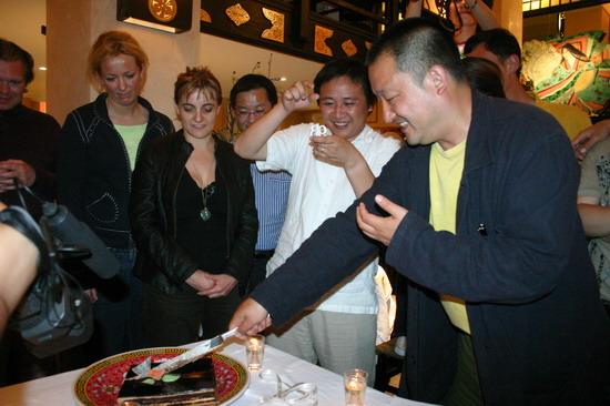 图文:王小帅戛纳庆祝生日--迎来39岁生日