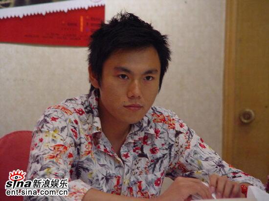 图文:《青红》首映到深圳高圆圆摆POSE显清纯(14)
