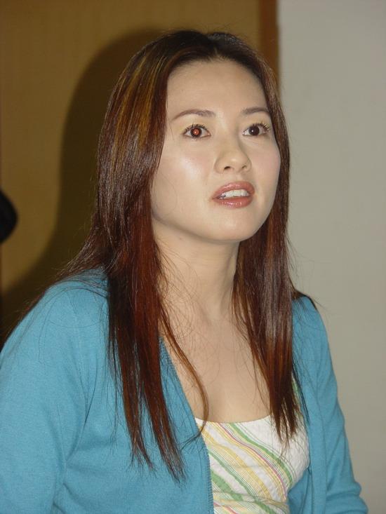 图文:《卡布其诺》主演杨子李丽珍举行记者会(22)