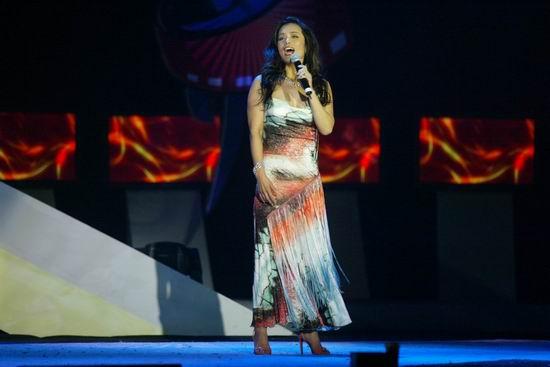 图文:北京国际体育电影周开幕式--韦唯演唱