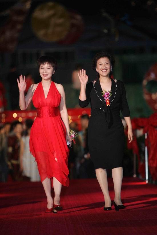图文:第十届电影金凤凰奖揭晓-蔡明和宋春丽