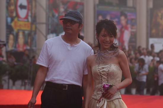 图文:第11届电影华表奖红地毯-张静初灿烂笑容