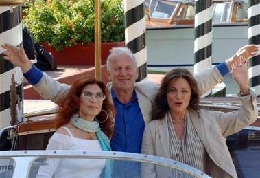 图文:参展影片《爱情的艺术》主创抵达威尼斯