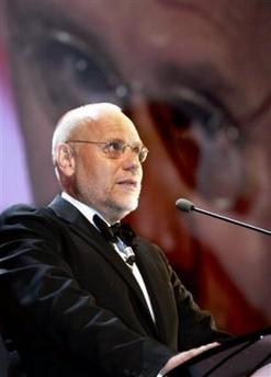图文:威尼斯电影节开幕主席马克-穆勒致词