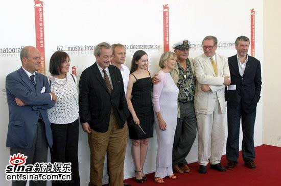 图文:竞赛单元影片《不感恩的人》威尼斯首映(7)
