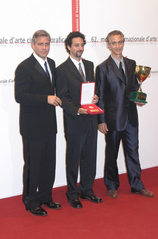 图文:《晚安,好运》剧组收获两项大奖--合影