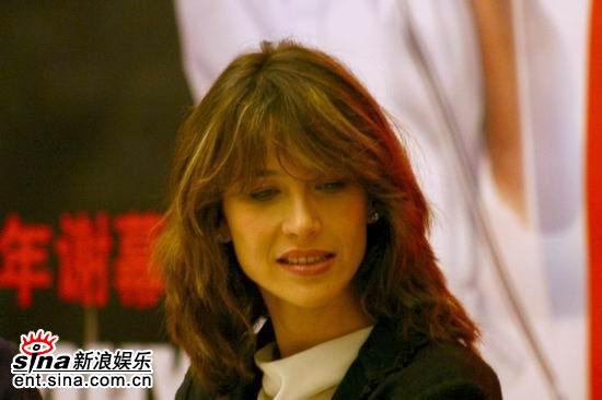 图文:苏菲-玛索亮相《逃之夭夭》北京首映式