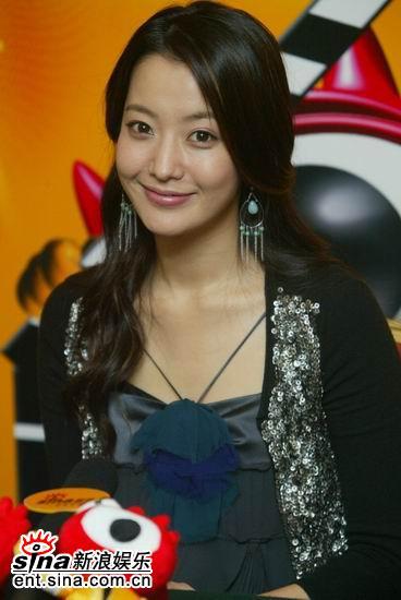 图文:韩国第一大美女金喜善聊《神话》-羞答答