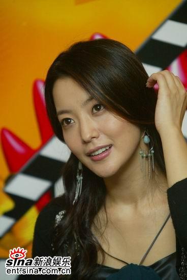 图文:韩国第一大美女金喜善聊《神话》-腼腆