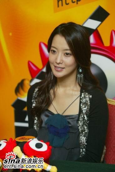图文:韩国第一大美女金喜善聊《神话》-凝望