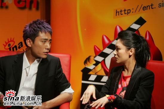 图文:《无极》主创新浪聊天刘烨陈红私下交谈