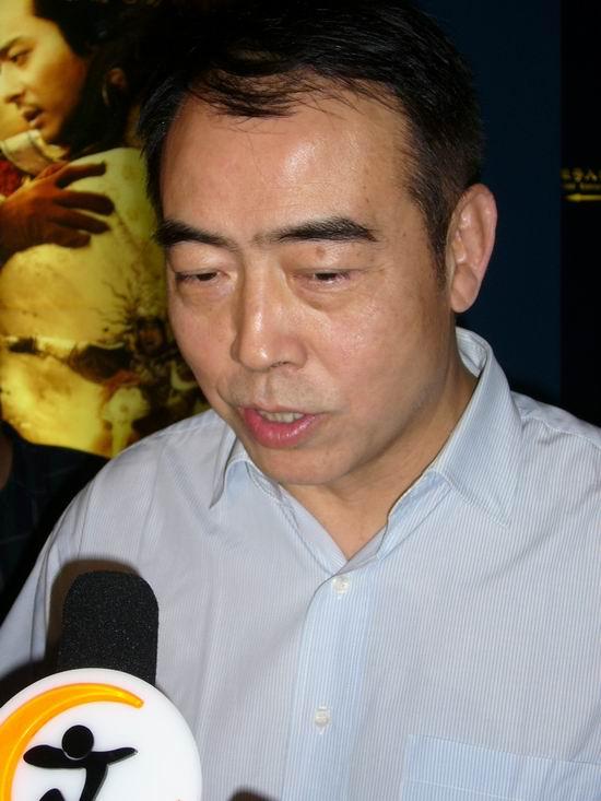 图文:《无极》首映-陈凯歌接受采访