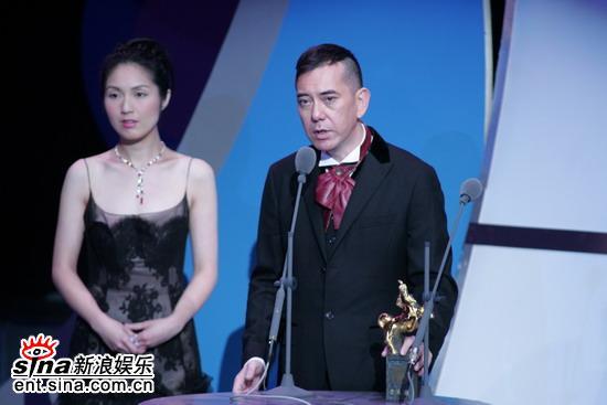 快讯:黄秋生凭借《头文字D》获得最佳男配角奖
